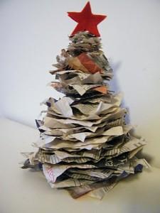 Biglietti Di Natale Con Carta Riciclata.Lavoretti Di Natale L Albero Fatto Con La Carta Di Giornale Riciclata Maestro Alberto